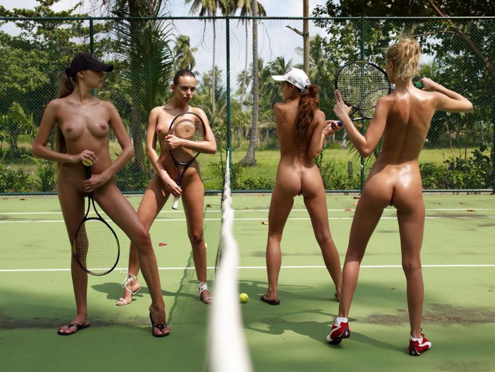 全裸スポーツをする露出大好き外国人のエロ画像25枚・20枚目の画像