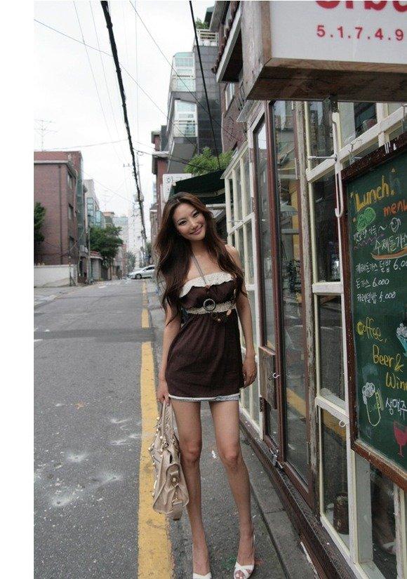 韓国素人娘の美脚がたまらん街撮り盗撮エロ画像30枚・21枚目の画像