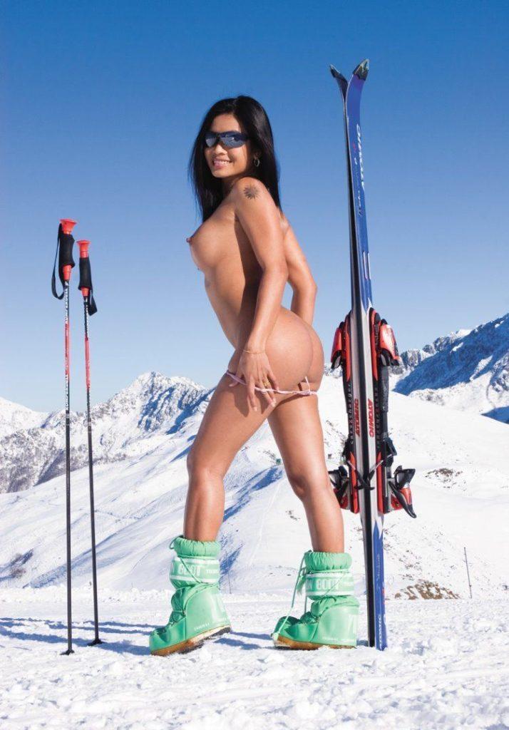全裸スポーツをする露出大好き外国人のエロ画像25枚・21枚目の画像