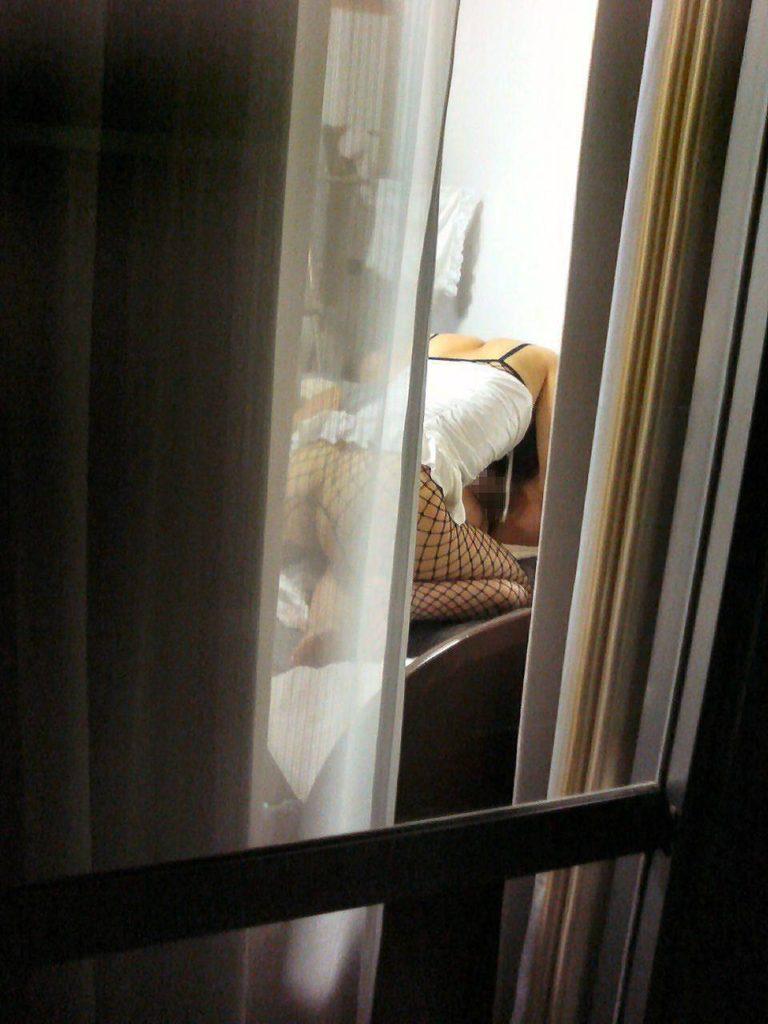 カーテンから見える裸体…!素人娘の覗き風盗撮エロ画像31枚・27枚目の画像