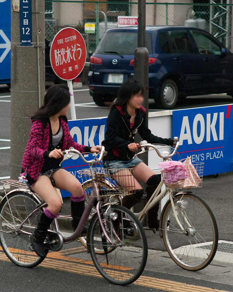 激写!自転車パンチラ盗撮エロ画像30枚・22枚目の画像
