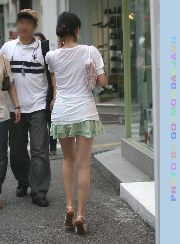 韓国素人娘の美脚がたまらん街撮り盗撮エロ画像30枚・23枚目の画像