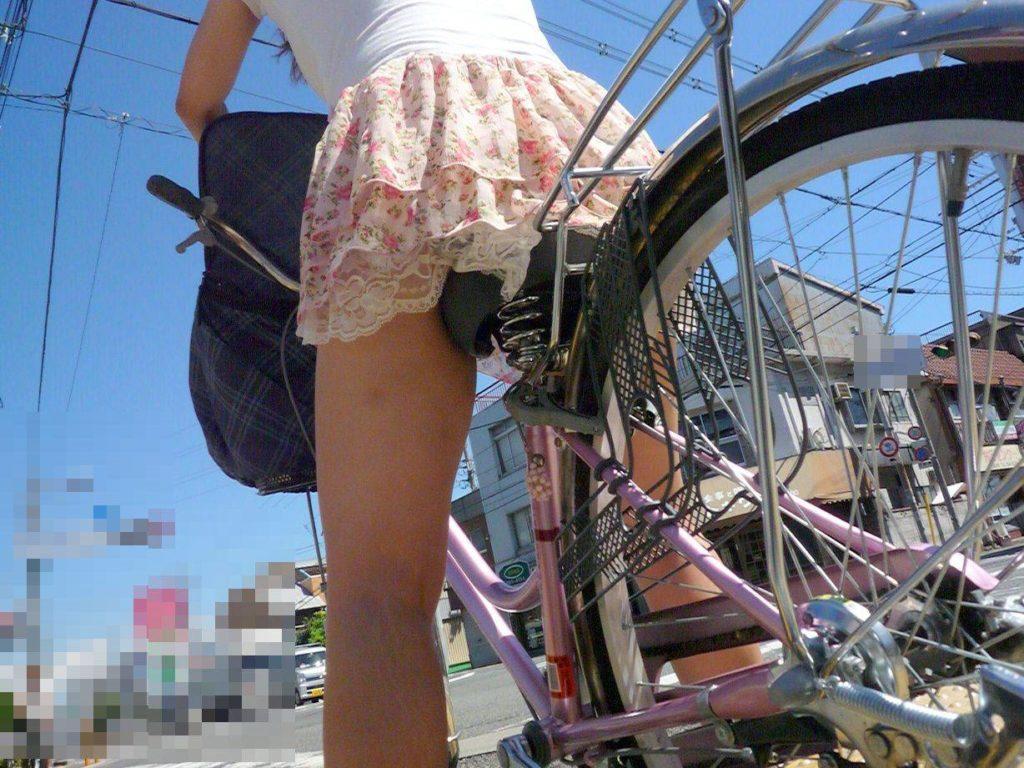 激写!自転車パンチラ盗撮エロ画像30枚・23枚目の画像