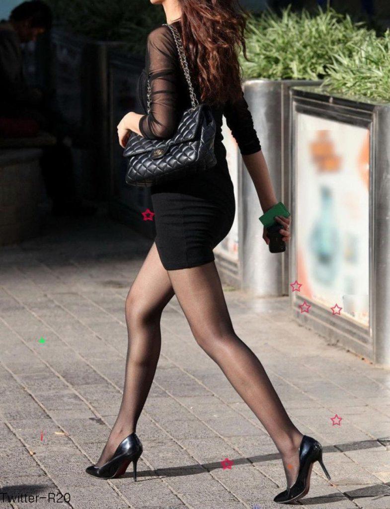 韓国素人娘の美脚がたまらん街撮り盗撮エロ画像30枚・24枚目の画像