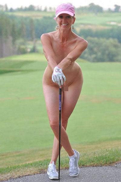 全裸スポーツをする露出大好き外国人のエロ画像25枚・33枚目の画像