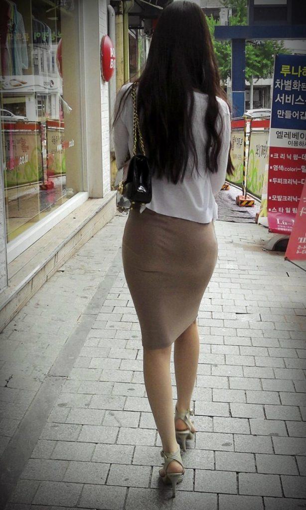 韓国素人娘の美脚がたまらん街撮り盗撮エロ画像30枚・26枚目の画像