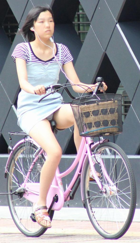 激写!自転車パンチラ盗撮エロ画像30枚・32枚目の画像