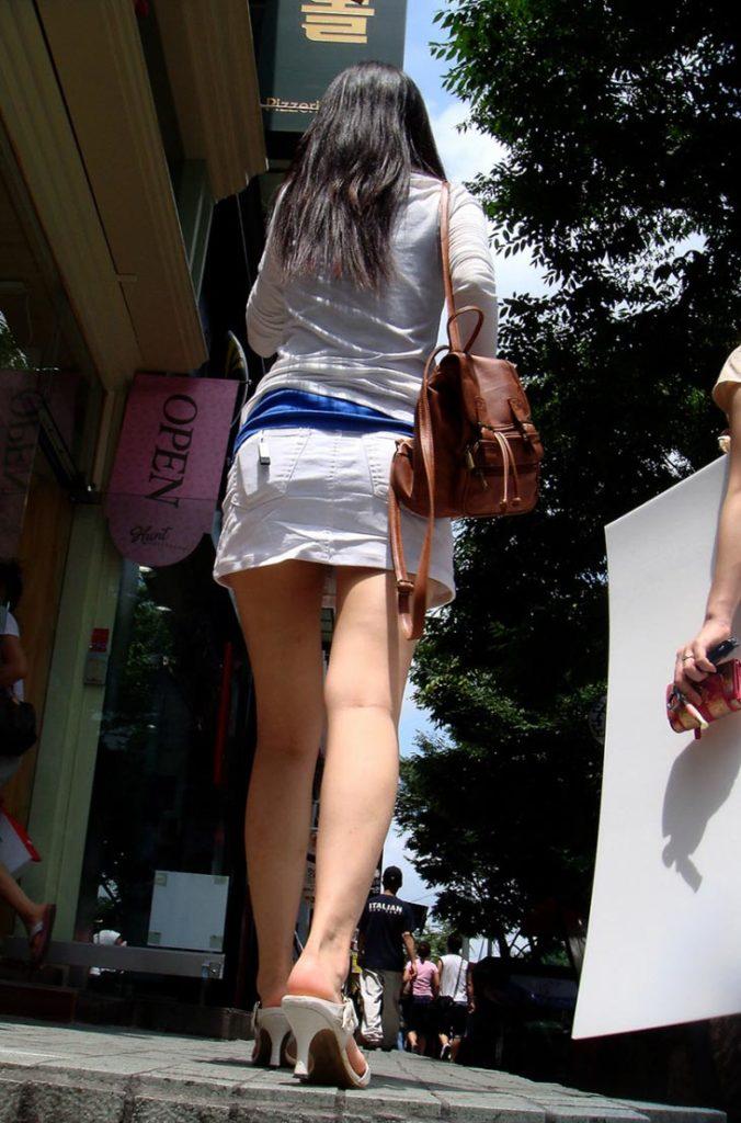韓国素人娘の美脚がたまらん街撮り盗撮エロ画像30枚・33枚目の画像