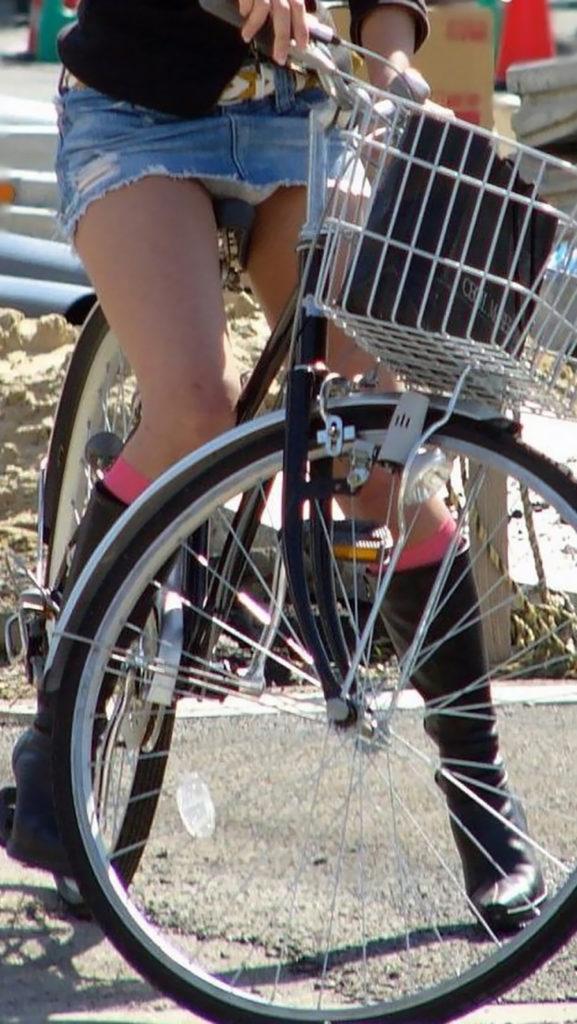 激写!自転車パンチラ盗撮エロ画像30枚・35枚目の画像
