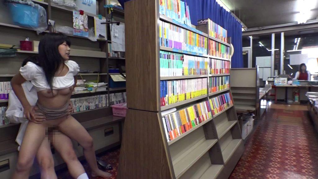 最近流行りの本屋セックスのエロ画像32枚・39枚目の画像