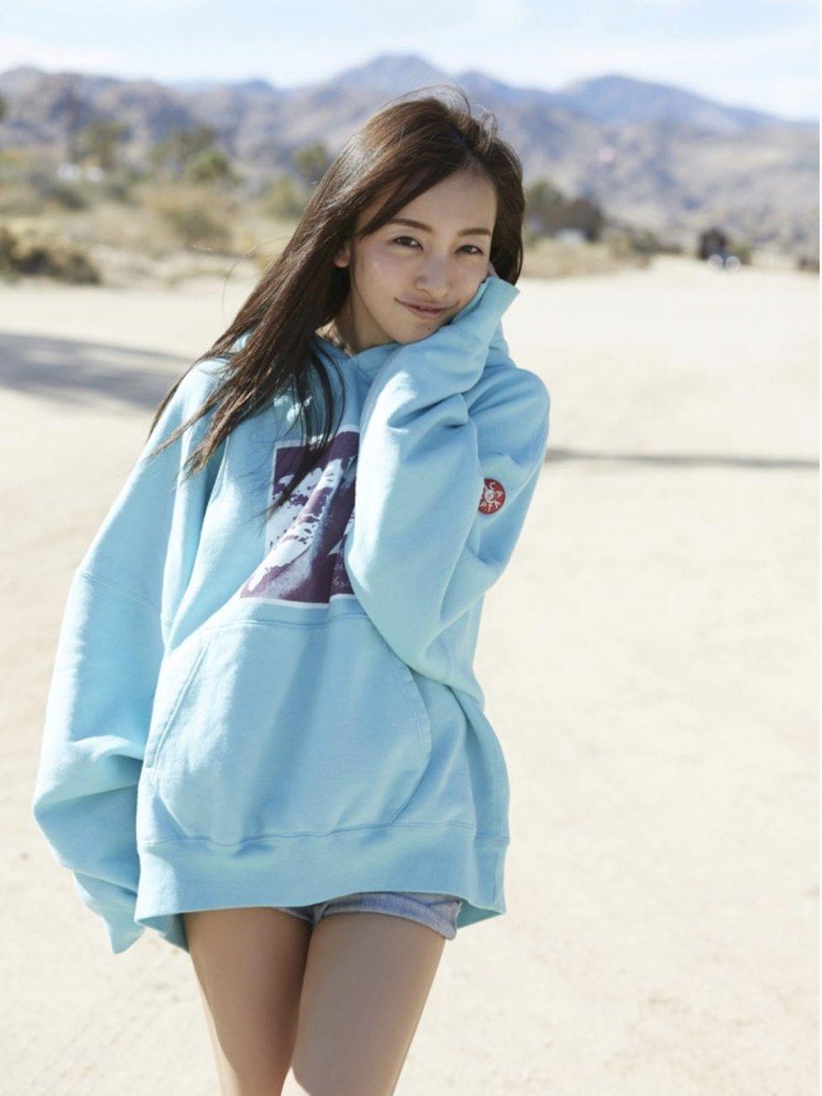 板野友美(26)のヌード間近の変態ハミ尻写真集エロ画像70枚・20枚目の画像