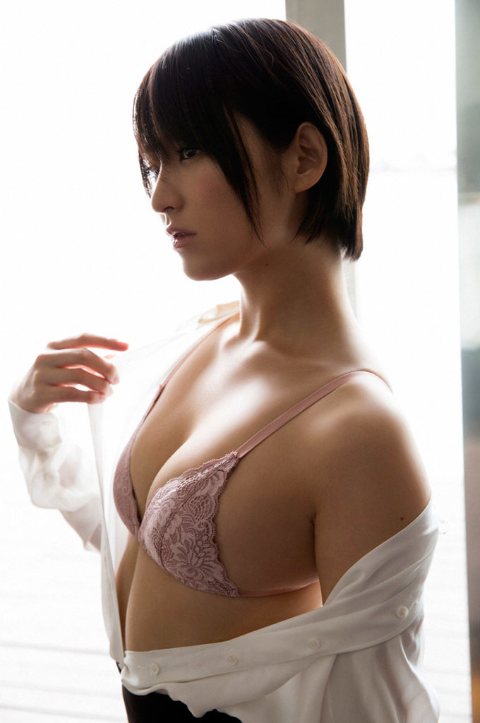 Aカップ貧乳グラドル鈴木咲(30)の抜けるエロ画像85枚・15枚目の画像