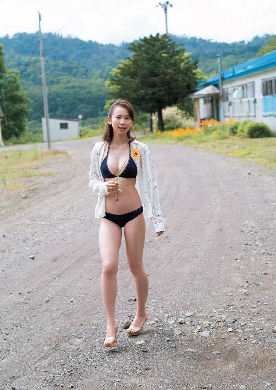 新人グラドル華村あすか(18)の抜ける水着グラビアエロ画像13枚・4枚目の画像