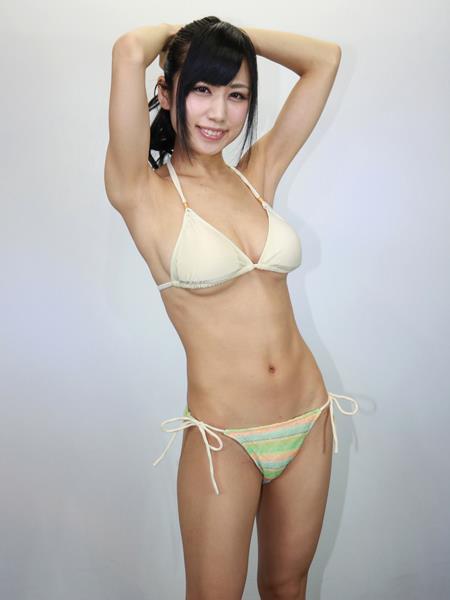 アイドル鈴原優美(23)の変態Gカップ水着姿のエロ画像35枚・4枚目の画像