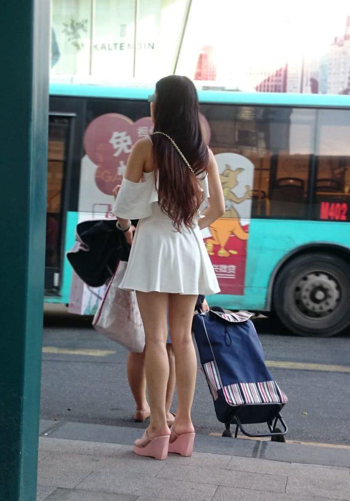 生足露出がエロい中国人素人娘のエロ画像35枚・5枚目の画像