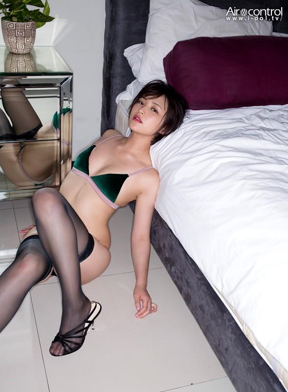 Aカップ貧乳グラドル鈴木咲(30)の抜けるエロ画像85枚・6枚目の画像