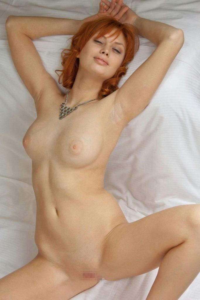 白人美女のパイパンマンコが抜けるヌードエロ画像30枚・6枚目の画像