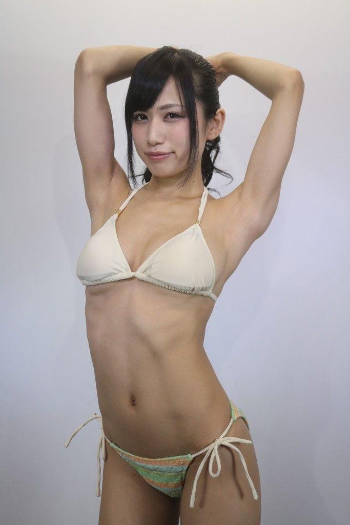 アイドル鈴原優美(23)の変態Gカップ水着姿のエロ画像35枚・6枚目の画像