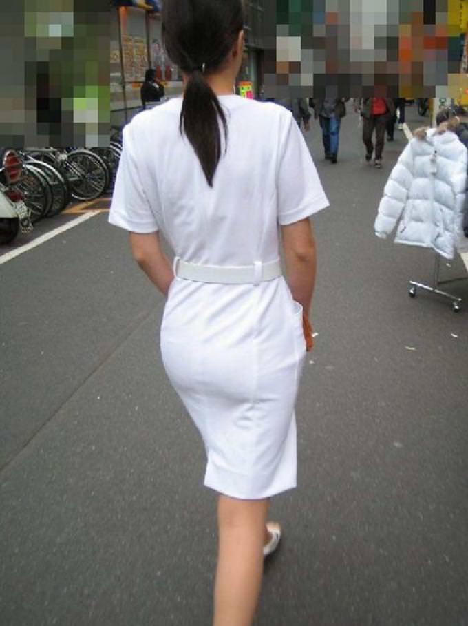 街中で見るナース服姿の透けパンエロ画像22枚・8枚目の画像