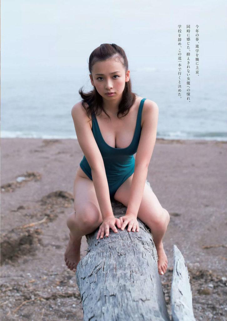 新人グラドル華村あすか(18)の抜ける水着グラビアエロ画像13枚・8枚目の画像