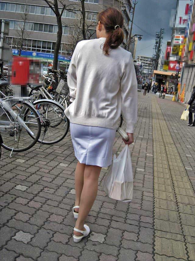街中で見るナース服姿の透けパンエロ画像22枚・9枚目の画像
