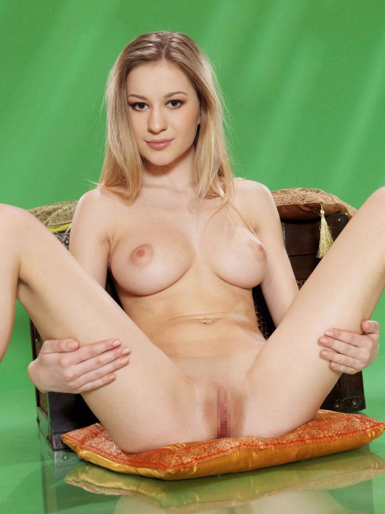 白人美女のパイパンマンコが抜けるヌードエロ画像30枚・9枚目の画像