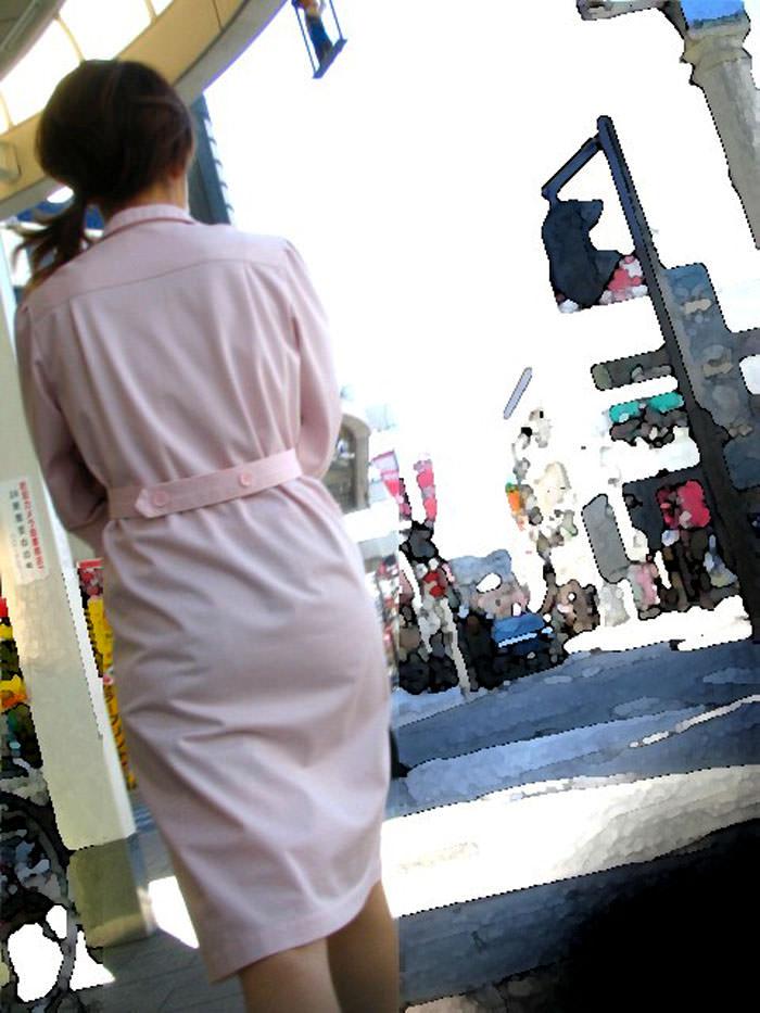 街中で見るナース服姿の透けパンエロ画像22枚・11枚目の画像