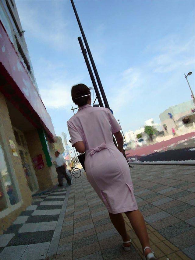 街中で見るナース服姿の透けパンエロ画像22枚・13枚目の画像