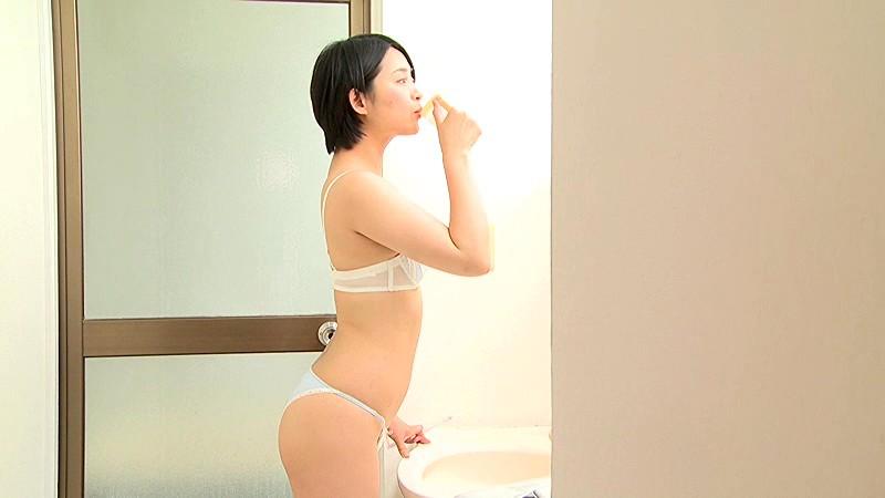 Aカップ貧乳グラドル鈴木咲(30)の抜けるエロ画像85枚・76枚目の画像