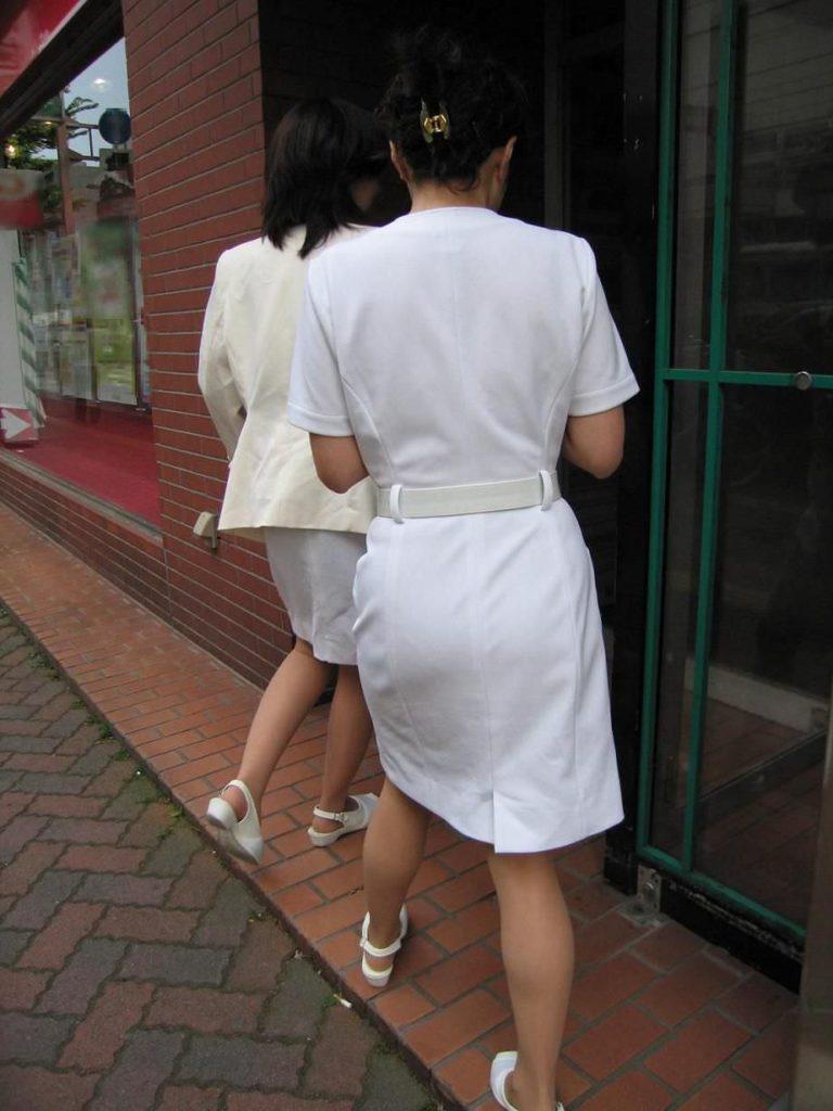 街中で見るナース服姿の透けパンエロ画像22枚・15枚目の画像