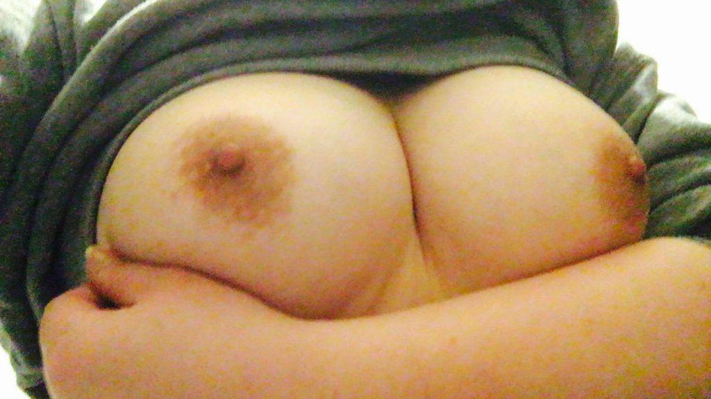 形、大きさ、乳首の色!90点以上の神乳おっぱいエロ画像33枚・17枚目の画像