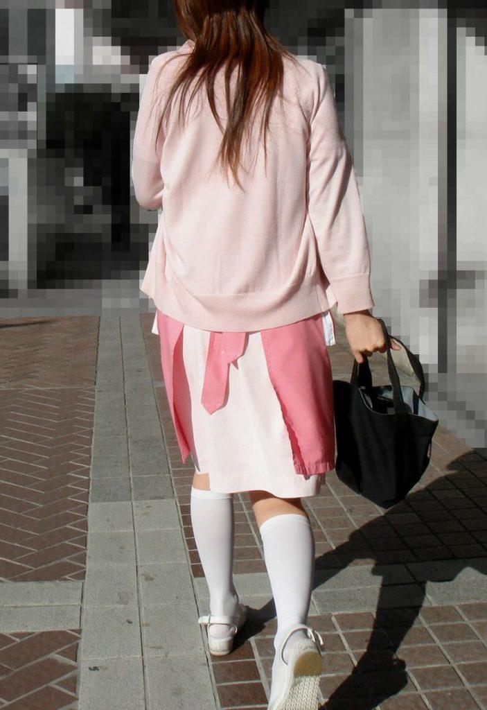 街中で見るナース服姿の透けパンエロ画像22枚・18枚目の画像
