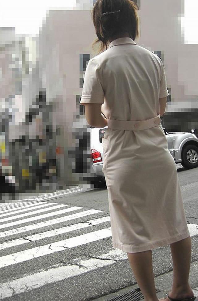 街中で見るナース服姿の透けパンエロ画像22枚・20枚目の画像
