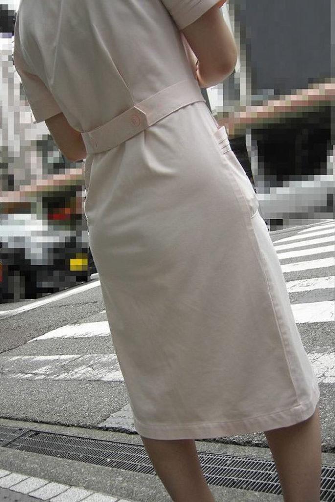 街中で見るナース服姿の透けパンエロ画像22枚・29枚目の画像