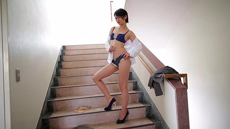 Aカップ貧乳グラドル鈴木咲(30)の抜けるエロ画像85枚・85枚目の画像