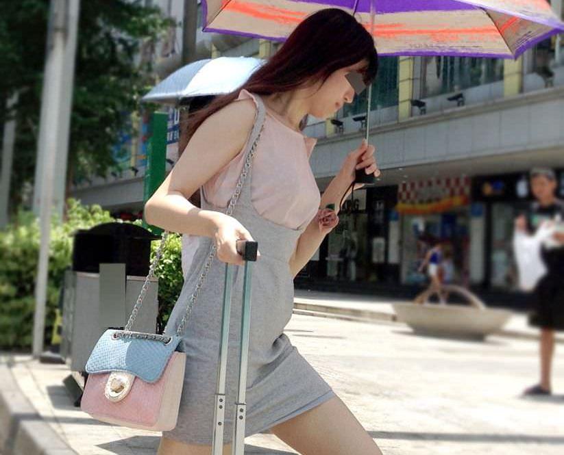 生足露出がエロい中国人素人娘のエロ画像35枚・23枚目の画像