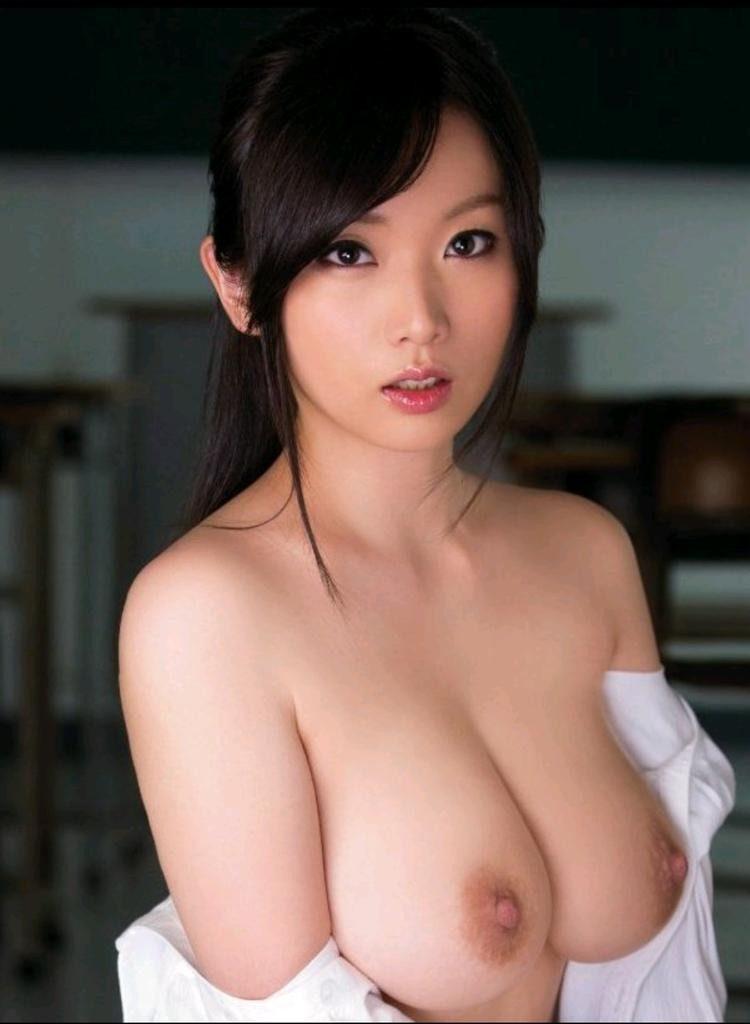 形、大きさ、乳首の色!90点以上の神乳おっぱいエロ画像33枚・24枚目の画像