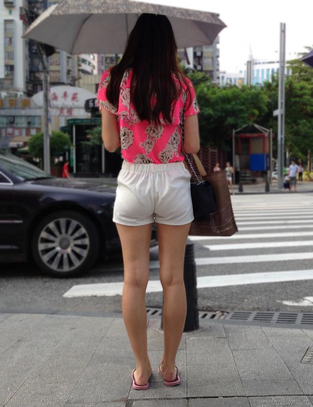 生足露出がエロい中国人素人娘のエロ画像35枚・24枚目の画像