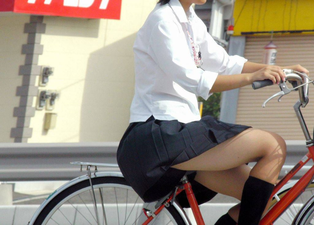自転車通学中のJK娘の盗撮エロ画像30枚・30枚目の画像