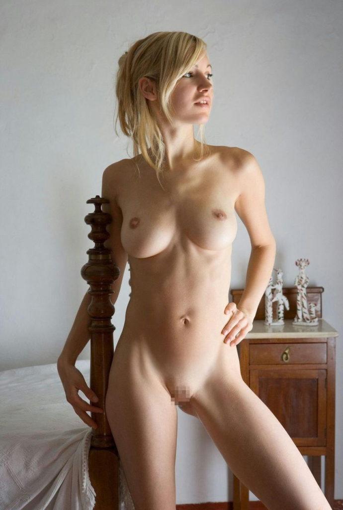 白人美女のパイパンマンコが抜けるヌードエロ画像30枚・32枚目の画像