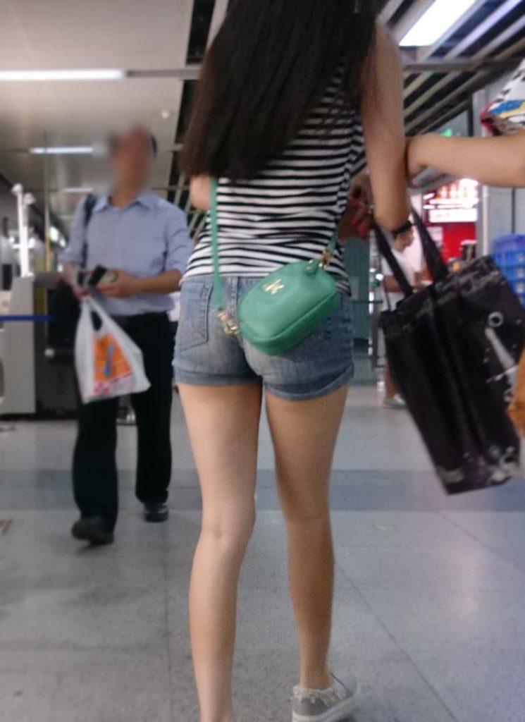 生足露出がエロい中国人素人娘のエロ画像35枚・43枚目の画像