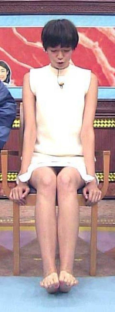 佐藤栞里(27)の美脚大開脚・パンチラが抜けるエロ画像52枚・40枚目の画像