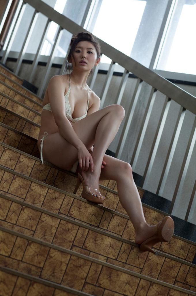 おのののか(26)の最新グラビア&キャバ嬢姿のエロ画像127枚・68枚目の画像