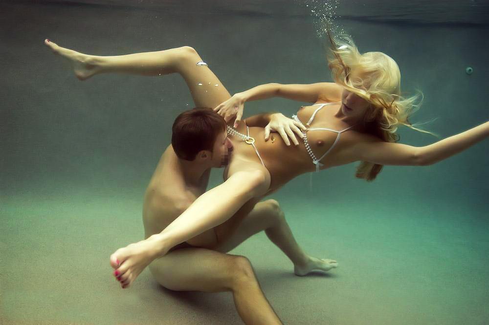 水中くんにしてる外国人のえろ写真20枚
