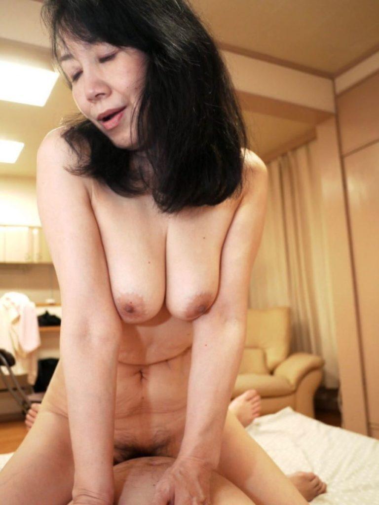 熟年不倫!熟女のアヘ顔セックスエロ画像20枚・7枚目の画像