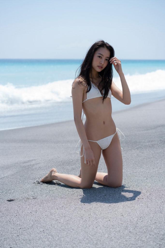 山下永夏(23)貧乳スレンダー美女の最新グラビアエロ画像32枚・10枚目の画像