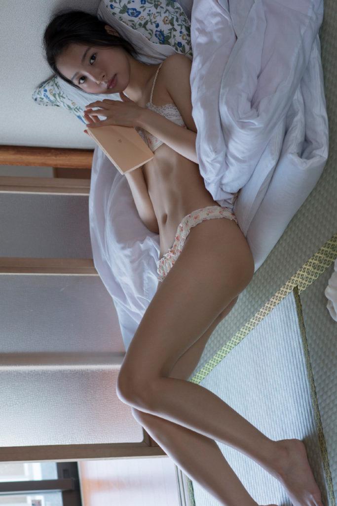 山下永夏(23)貧乳スレンダー美女の最新グラビアエロ画像32枚・12枚目の画像