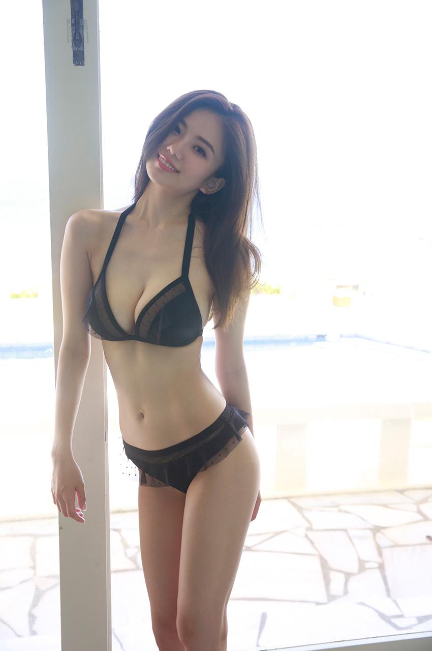 伊東紗冶子(23)Gカップキャスターの水着グラビア画像116枚・90枚目の画像