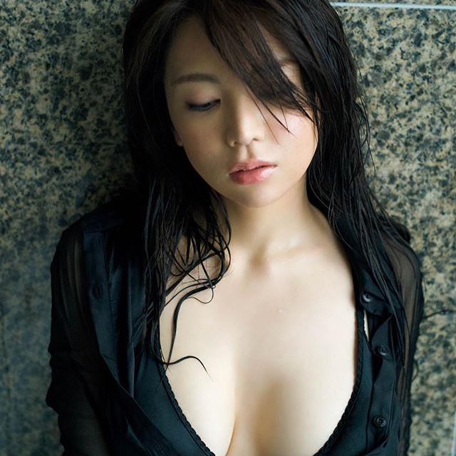 【逸材】仲村美海(25)の新人初グラビアエロ画像96枚・83枚目の画像