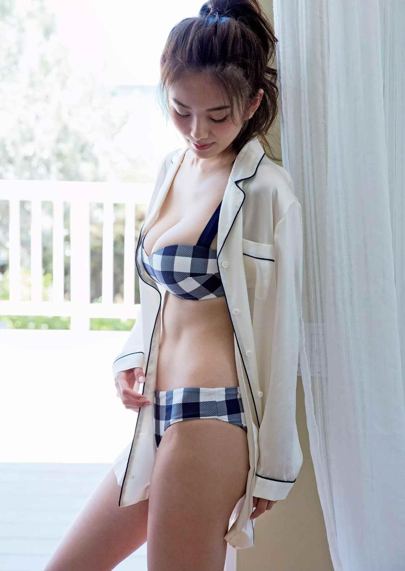 伊東紗冶子(23)Gカップキャスターの水着グラビア画像116枚・94枚目の画像